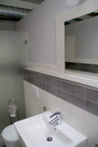 """Privatbad auf dem Campingplatz """"EMSLAND-CAMP"""" mit eigenem Badezimmer (Dusche & WC)"""