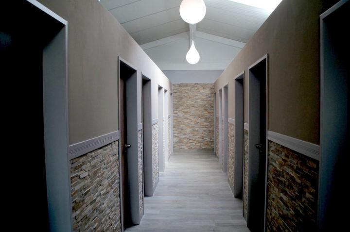 """Sanitärgebäude auf dem Campingplatz """"EMSLAND-CAMP"""" mit privatem Badezimmer (Dusche & WC)"""