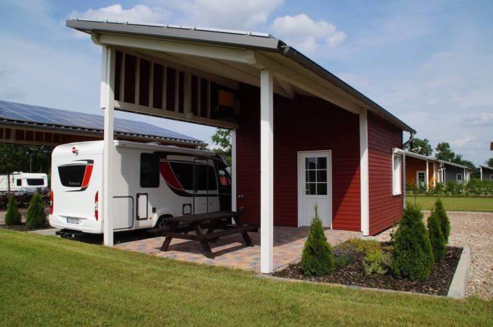 """Campinghaus mit Küche, Bad, WC, Schlafbereich und Terasse auf dem Campingplatz """"EMSLAND-CAMP"""""""