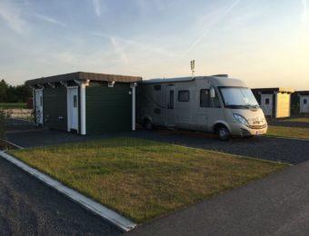 """Stellplatz mit Badezimmer und Abstellraum auf dem Campingplatz """"EMSLAND-CAMP"""""""