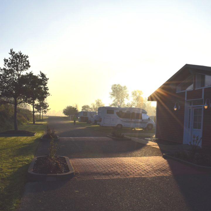 Sonnenaufgang auf dem Campingplatz