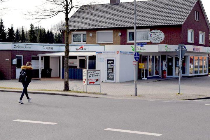 Dorfladen mit Brötchen, Kneipe und Pommesbude mitten in Fehndorf