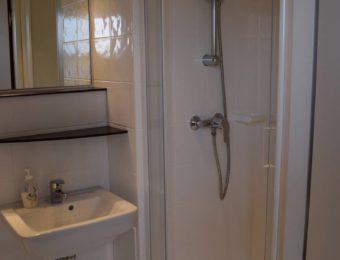 Wunderschönes und modernes Badezimmer