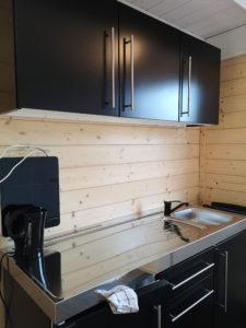 Küche mit viel Platz dank Induktionsplatte