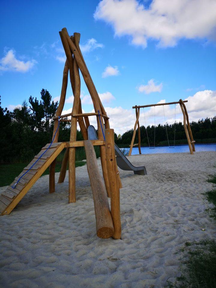 Spielplatz-Riesenschaukel-am-See