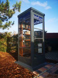 Öffentlicher Bücherschrank auf dem Campingplatz