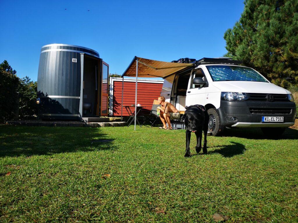 Wiesenfass - Standplatz mit Familienbad für Van oder Zelt