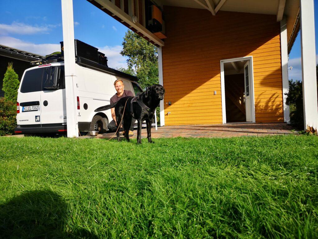 Schwedenhaus mit Hund