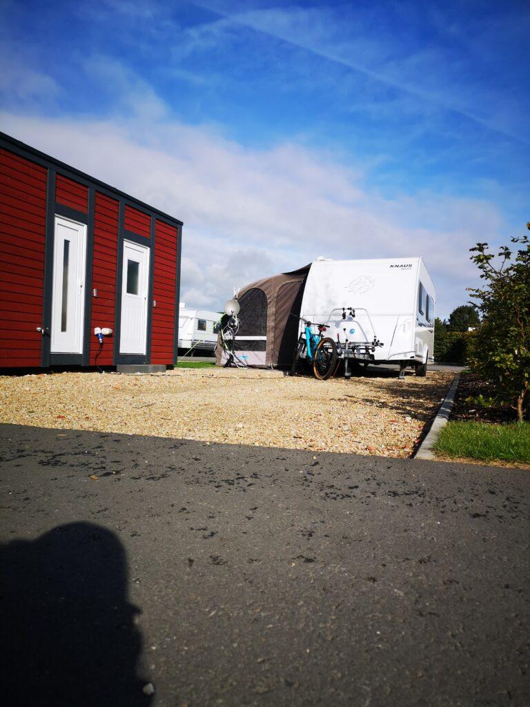 Süüdplaatse - XL-Standplatz für Wohnmobil oder Wohnwagen mit Privatbad